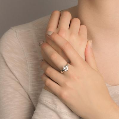 Sim crystal quartz ring